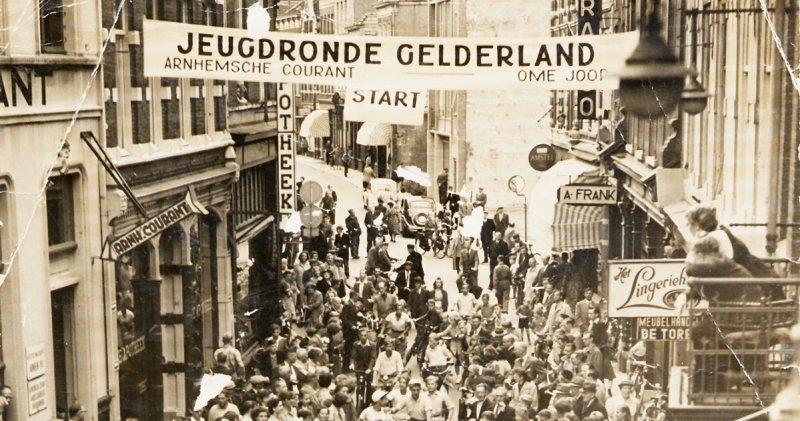 1952 Arnhem stad bij de Ronde van GelderlandJPG 2 lrg FB