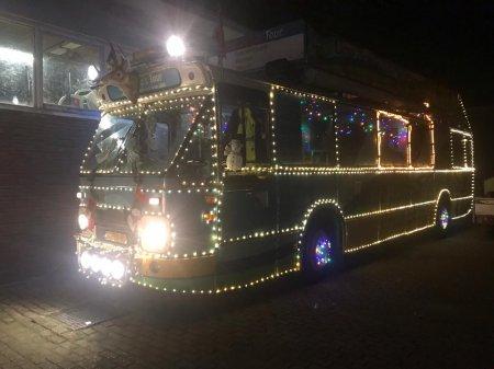 Ome Joop's Tour deelt kerstcadeautjes uit