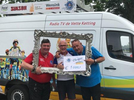 Donatie Tour de Blauw voor Ome Joop's Tour