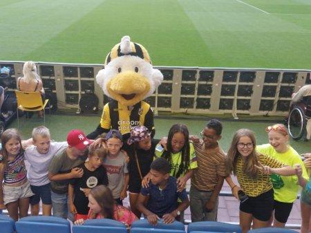 Deelnemers Ome Joop's Tour helpen Vitesse verder Europa in