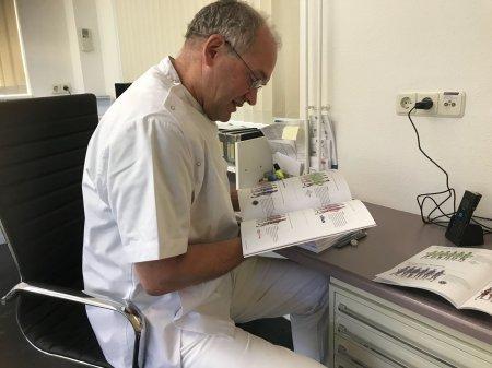 Poetsinstructie Arnhemse tandartsen bij Ome Joop's Tour