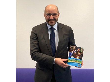 Burgemeester Marcouch ontvangt OJT boek